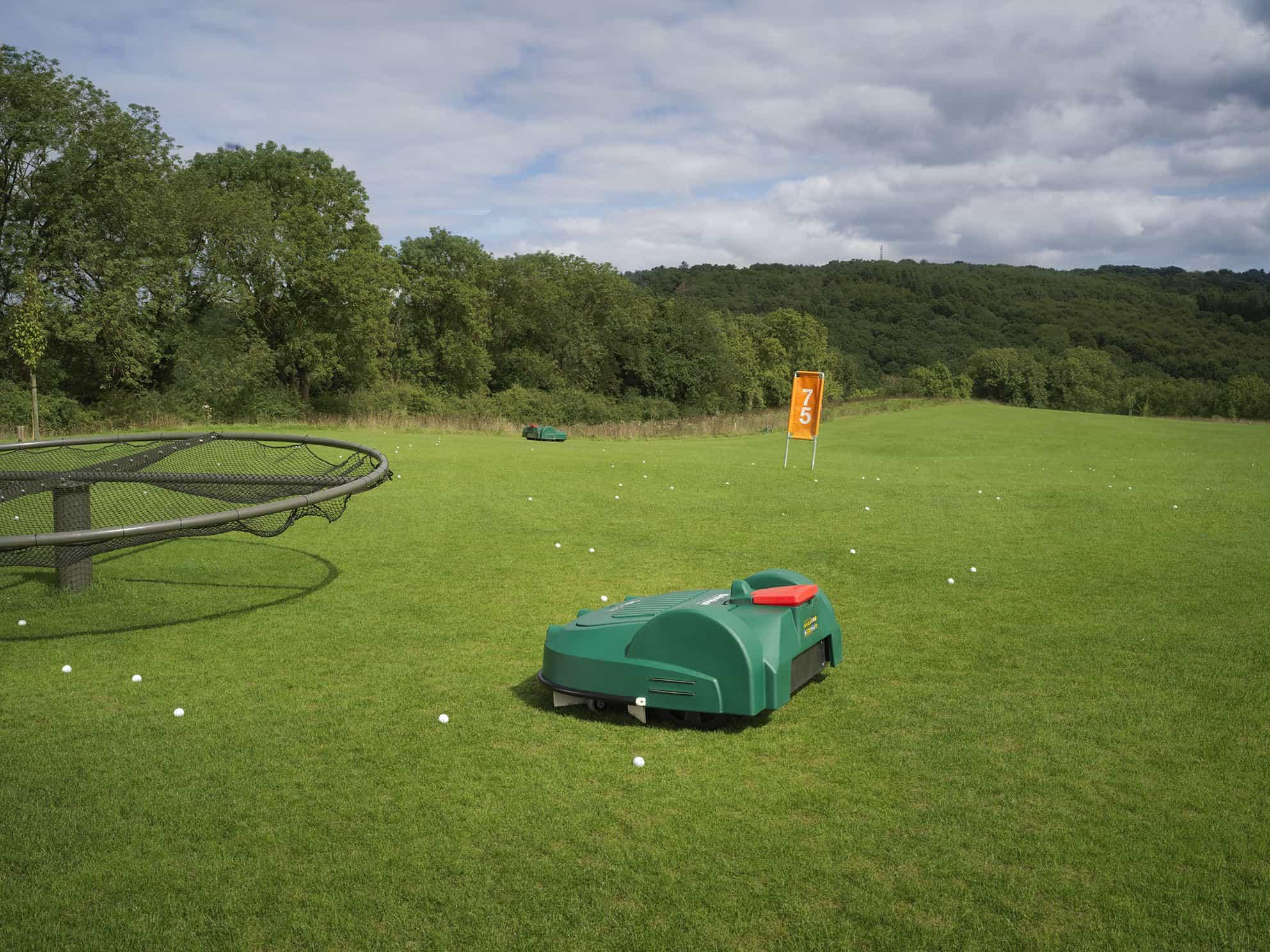 robots vs range ball picker haulers, Robots vs Range Ball Picker Haulers